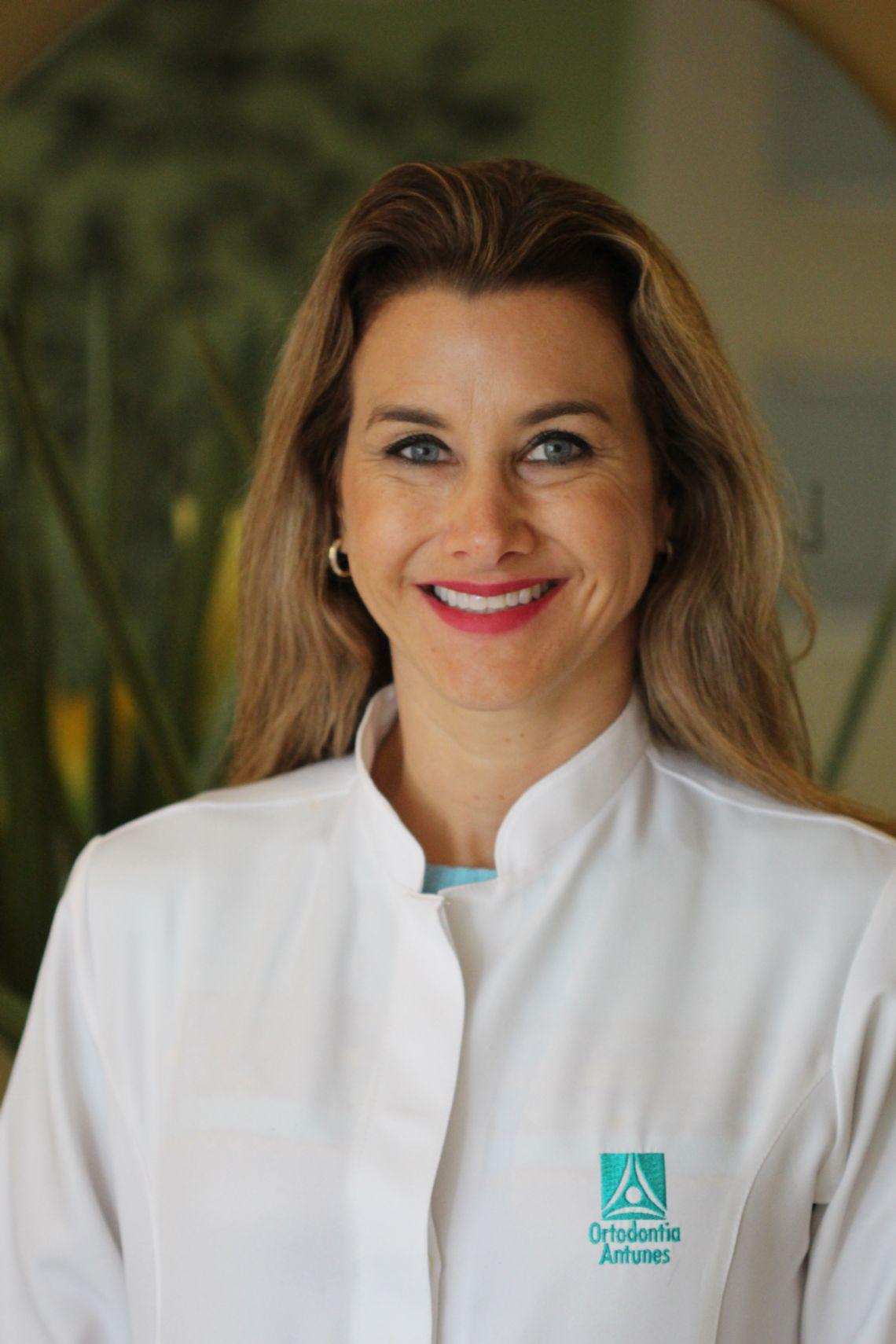 Dra. Ana Carolina Antunes Ortega